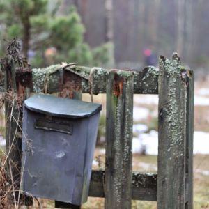 Postlåda på djurbegravningsplatsen i Lovisa