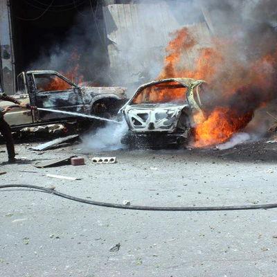 Provinsen och provinshuvudstaden Idlib har utsatts för upptrappade flyrgräder under de två senaste veckorna. Flygattackerna har krävt minst 122 civila dödsoffer sedan den 31 juli