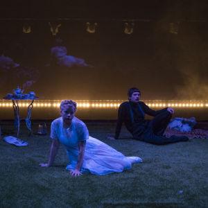 Ryhmäteatteri: Farmi. Kuvassa Tiina Weckström, Joanna Haartti, Milla-Mari Pylkkänen, Samuli Niittymäki