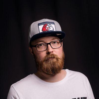På bilden syns Jukka Hätinen, chefredaktör för musiktidningen Rumba.
