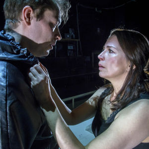 Markus Järvenpää och Kristiina Halttu i Äidin rakkaus på Nationalteatern.
