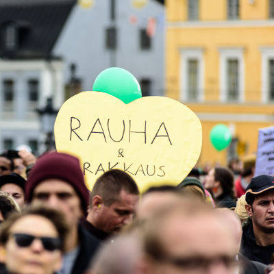 Demonstranter på Peli poikki-demonstrationen.