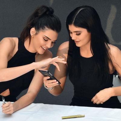 Kendall och Kylie Jenner är systrar och kolleger.