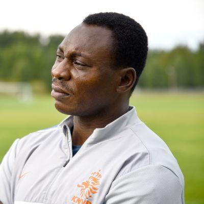 Jalkapallon olympiavoittaja ja entinen ammattilaispelaaja Daniel Amokachi.
