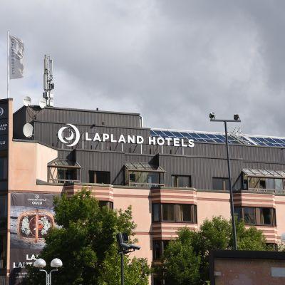 Lapland-hotellin rakennus Oulun keskustassa.