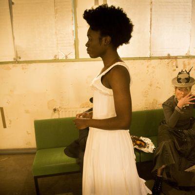 Kansallisteatterissa saa ensi-iltansa Julia & Romeo, jossa Juliaa näyttelee Diana Tenkorang.