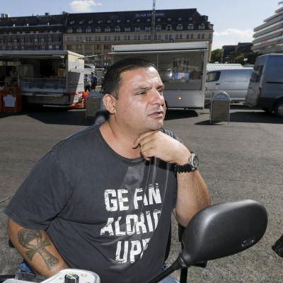 Hassan Zubier Turun kauppatorilla lauantaina 18. elokuuta.