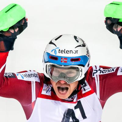 Henrik Kristoffersen är vinterns slalomkung.