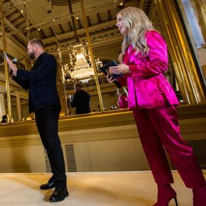 Krista Siegfrids ja Mikko Silvennoinen Saara Aallon UMK18-pressissä 7.11.17