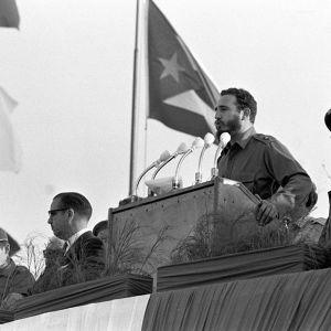 Fidel Castro puhumassa.