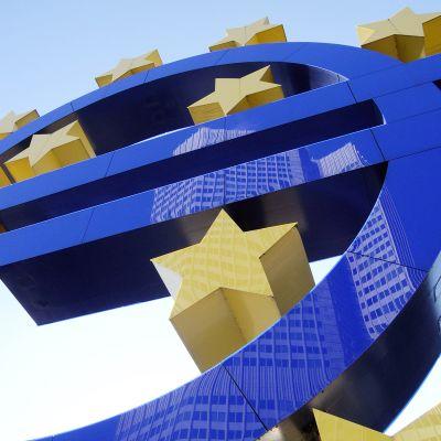 Euro-symboli Frankfurtissa.