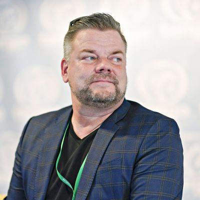 Jari Sillanpää tangolaulukilpailun tuomareiden tiedotustilaisuudessa Seinäjoella 10. heinäkuuta 2019.