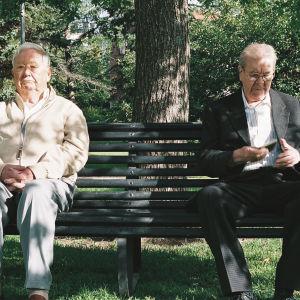 Lasse Pöysti (Thomas) ja Pentti Siimes (Tuomari) elokuvassa Thomas