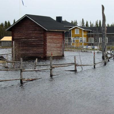Kittilän tulvaa keväällä 2005.