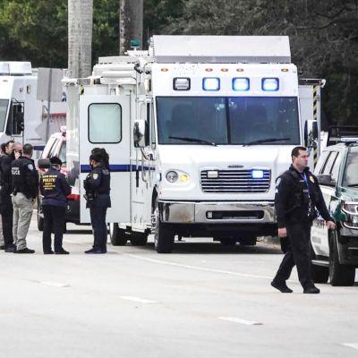 Poliisivoimia amupumispaikan lähellä.