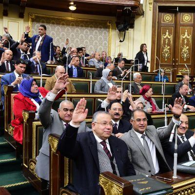Presidentin kausia pidentävät muutokset hyväksyttiin torstaina Egyptin parlamentissa kirkkain luvuin.