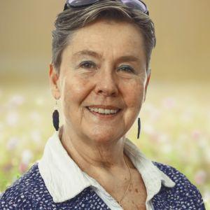 Närbild på journalisten och författaren Maarit Tyrkkö