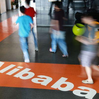 Alibaban työntekijöitä pääkonttorissa Kiinassa.