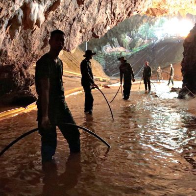 Pelastusopeaartio luolassa.