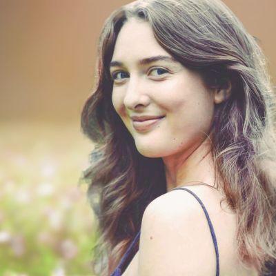 Porträttbild på Vegas sommarpratare, skådespelaren Siri Fagerudd