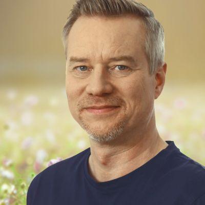Porträttbild på Vegas sommarpratare, programledaren Mårten Svartström