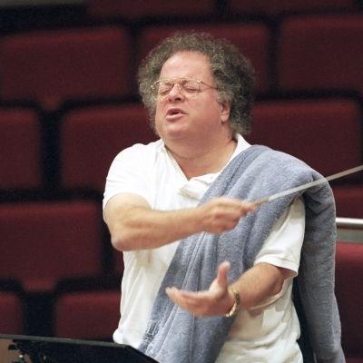 James Levine johtamassa Münchenin filharmonista orkesteria vuonna 1999.