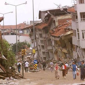 Förstörd gata i Izmit