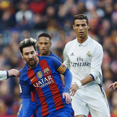Lionel Messi, Cristiano Ronaldo och Patrik Laine på Yles tablå den 23 december.