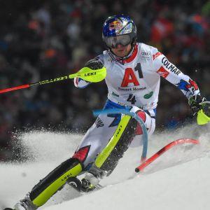 Alexis Pinturault visade upp fin slalomfor i Schladmings kvällstävling.