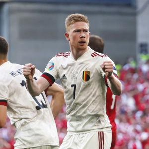 Kevin De Bruyne firar mål.