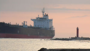 rahtilaiva saapuu väinäjoelle