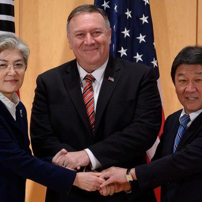 Mike Pompeo, sydkoreas och japans utrikesministrar