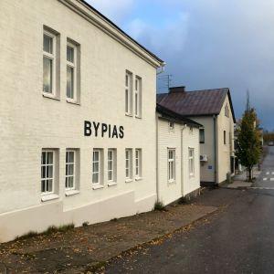 Företag i Hangö, på skylten står det By Pia´s