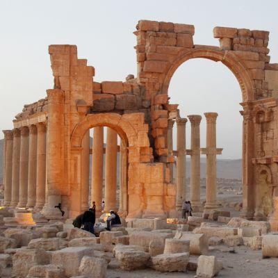Kuva Palmyran riemukaaresta vuonna 2010.