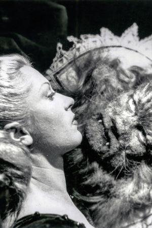 Kaunotar ja hirivö, Josette Day ja Jean Marais. Kuva Jean Cocteaun samannimisestä elokuvasta (1946).