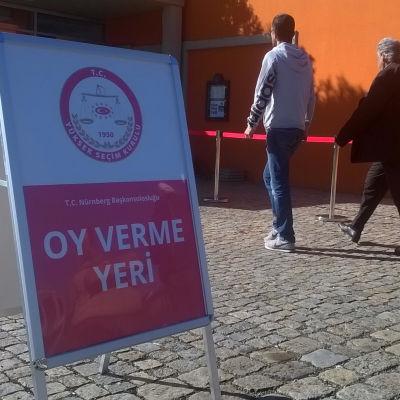 Skylt som visar val bland turkar i Tyskland