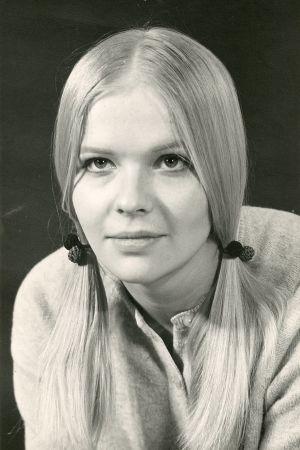 Ritva Siikala nuorena musta-valkoisessa kuvassa.