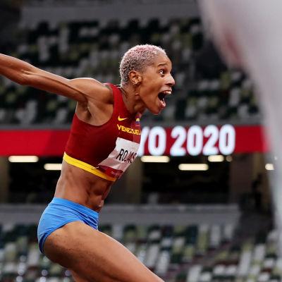 Yulimar Rojas tuuletti villisti uutta maailmanennätystä ja olympialaisten kultamitalia