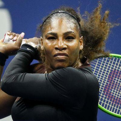 Serena Williams lähikuvassa.