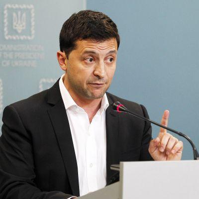 Ukrainan presidentti Volodymyr Zelenskyi tiedotustilaisuudessa tiistaina 1.10.