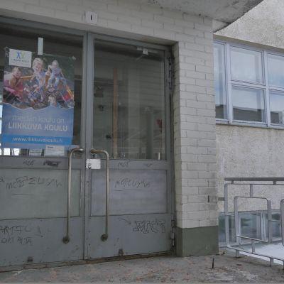 koulun pääovi ja portaat, Anjala, Anjalan koulu