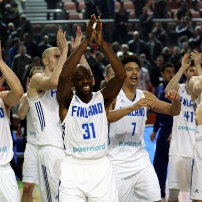 Susijengin pelaajat juhlivat MM-karsintavoittoa Bosnia-Hertsegovinasta.