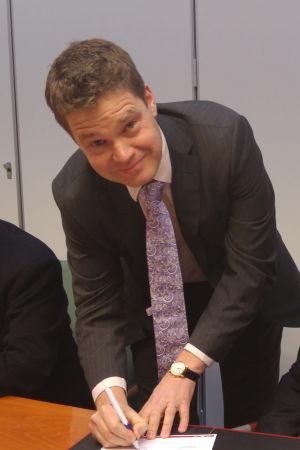 rektorerna Edvard Johansson och Mikko Hupa.