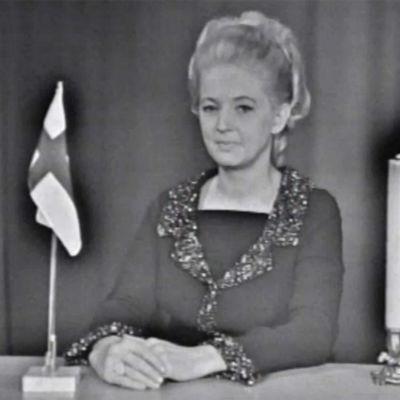 Teija Sopanen kuuluttaa 1967