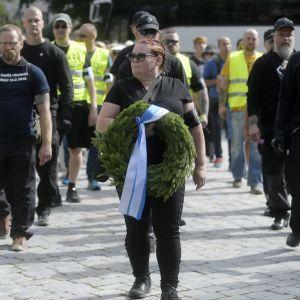 Terhi Kiemunki på knivdådets årsdag i Åbo.