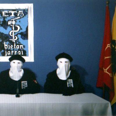 Gara-lehden verkkosivuilla vuonna 2011 julkaistu kuva Etan tiedotustilaisuudesta. Järjestö ilmoitti tuolloin yksipuolisesta aselevosta.