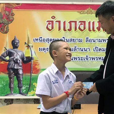 Neljälle luolasta pelastetulle jalkapallojoukkueen nuorelle myönnettiin virallisesti kansalaisuus.