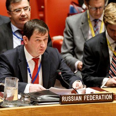 Venäjän YK-lähettiläs Dmitri Poljanski turvallisuusneuvoston kokouksessa marraskuussa 2018.