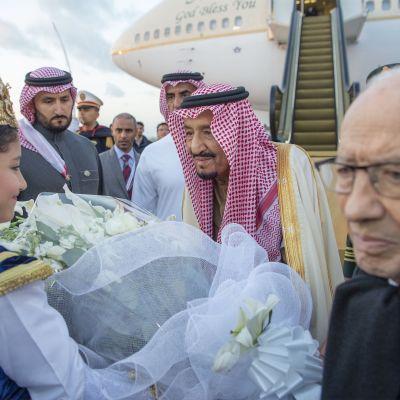 Saudiarabiens kung Salman bin Abudl-Aziz är en av de statsöverhuvuden som deltar i arabländernas toppmöte i Tunisien