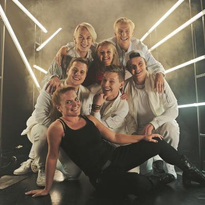 """Bild bakom kulisserna för inspelningarna av X3M:s julvideo """"Julgrisar""""."""